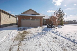 Real Estate Listing  275 HOMESTRETCH ST. CLAIR