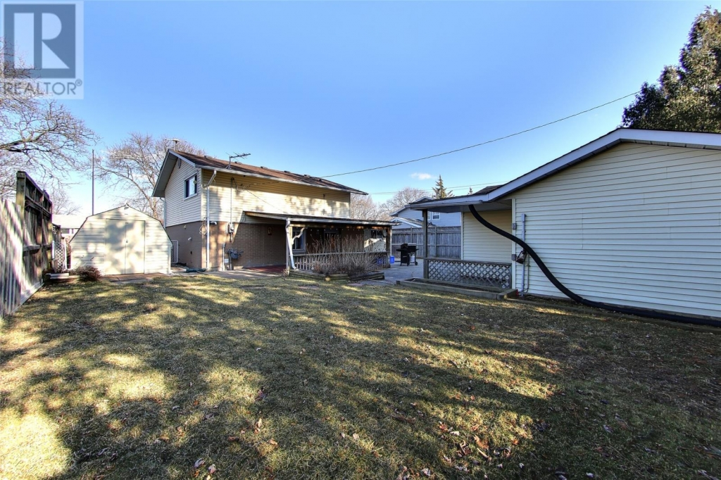 Real Estate -   381 ELSFIELD CRESCENT, Sarnia, Ontario -